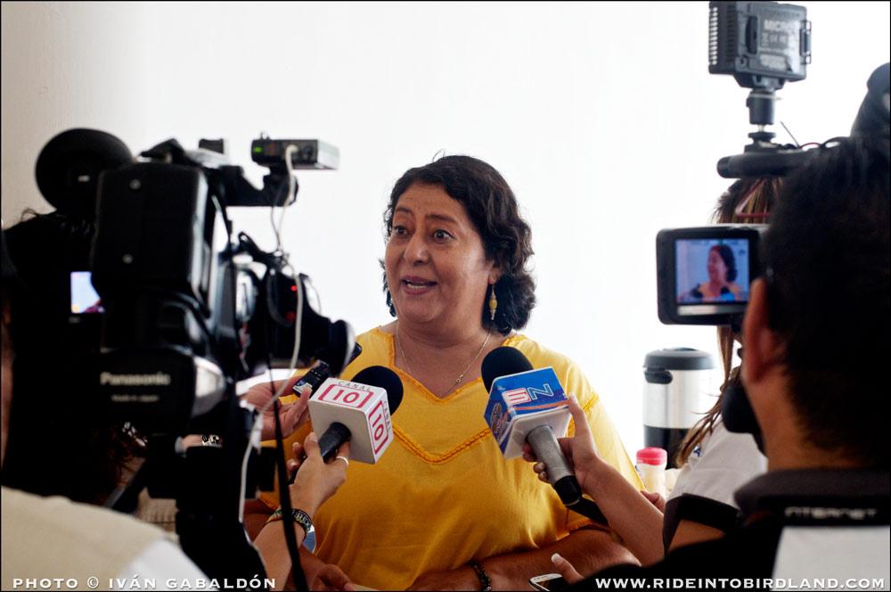 María Andrade, Directora Ejecutiva de Pronatura península de Yucatán, transmite su entusiasmo por el Festival Toh 2015 a representantes de los medios de comunicación. (Foto © Iván Gabaldón).