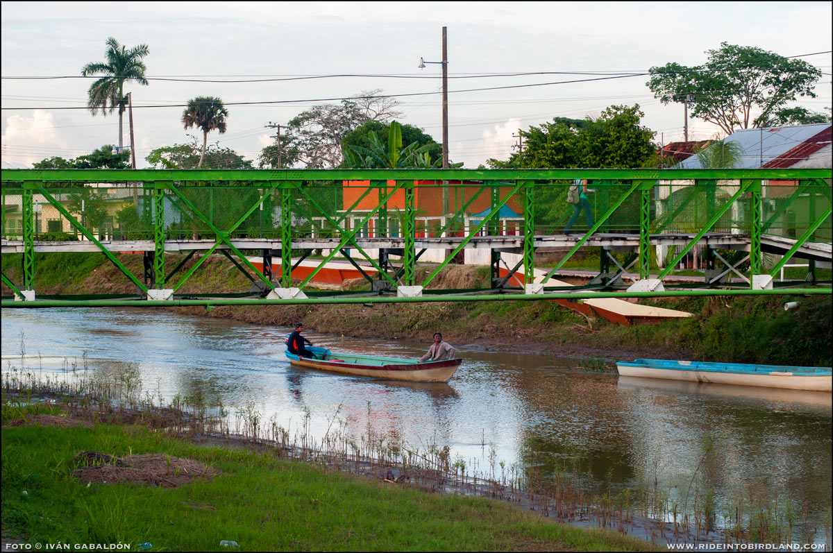 Boats continue to be the main means of transportation for many in Palizada (Photo © Iván Gabaldón)